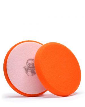 dva oranžové stredne tvrdé penové leštiace kotúče s logom autokozmetiky Racoon Cleaning Products