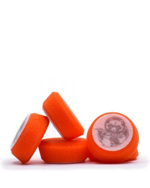 päť oranžových stredne tvrdých penových leštiacich kotúčov s logom autokozmetiky Racoon Cleaning Products