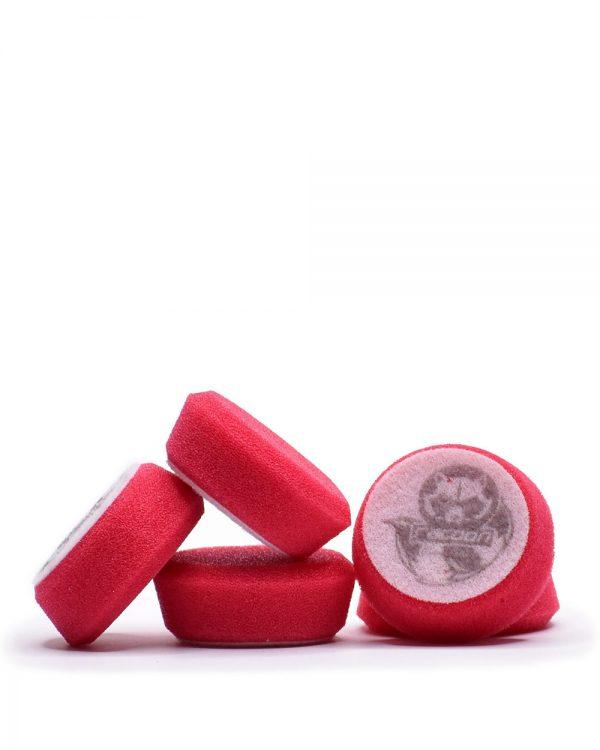 päť červených extra tvrdých penových leštiacich kotúčov s logom autokozmetiky Racoon Cleaning Products