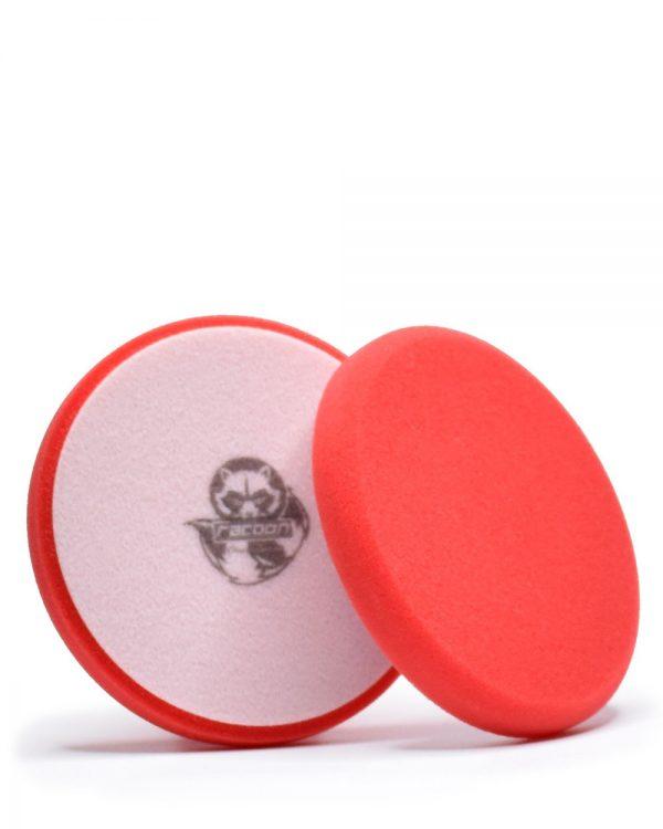 dva červené tvrdé penové leštiace kotúče s logom autokozmetiky Racoon Cleaning Products