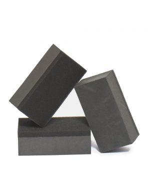 tri aplikačné bloky čiernej farby na aplikáciu keramickej ochrany