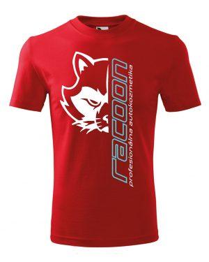 červené tričko s logom racoon a vertikálnym nápisom