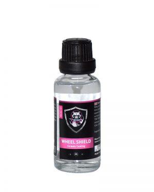 priehľadná sklenená fľaštička obsahujúca prípravok keramickej ochrany na kolesa Wheel Shield s etiketou a logom Racoon Cleaning Product