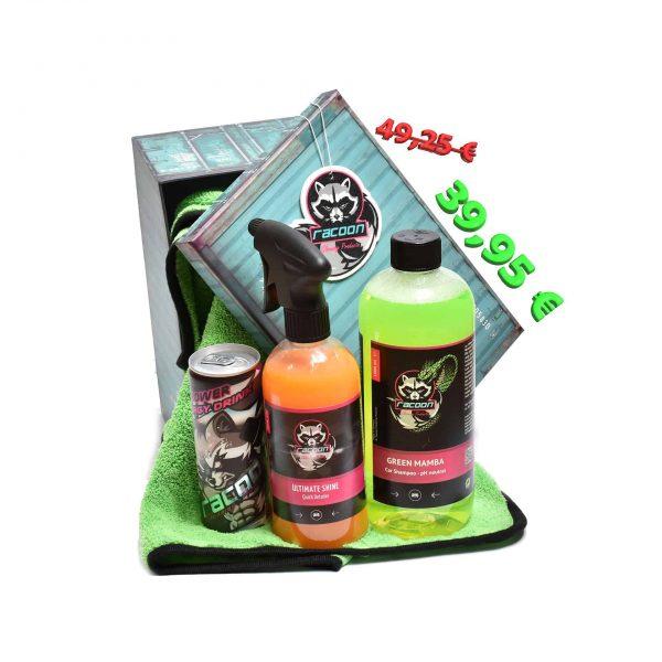 darčeková krabička ako set produktov autokozmetiky Racoon Cleaning Products, Zelená sušiaca utierka Racoon, priehľadné fľaše s produktmi, zelený autošampón Green Mamba, oranžový Ultimate Shine, energetický nápoj Racoon a Závesná vôňa Racoon